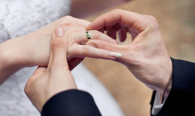 Married-couple-ring-exchange