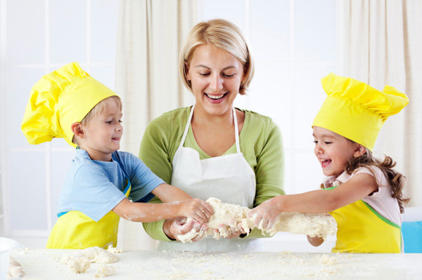 mom-cooking-with-kids-dough
