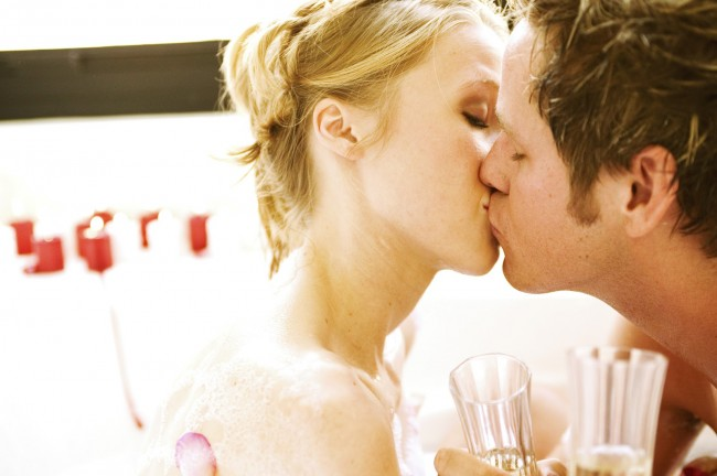 love-couple-cute-couple-kissing-couple kissing-hot couple-romantic couple kissing-romance-www.143loveu.blogspot.in