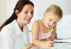 mom-helping-daughter-write-thankyou-notes