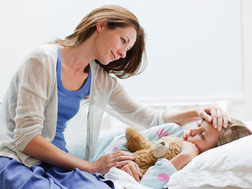 rbk-sick-men-mother-caring-for-sick-child-de