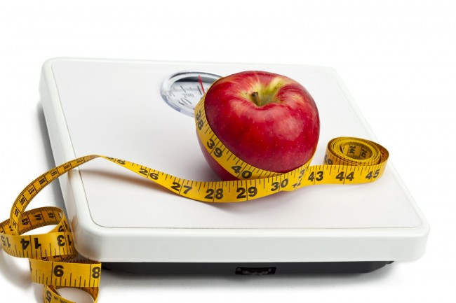 Kozzi-apple-with-measuring-tape-on-weight-scale-1774x1183