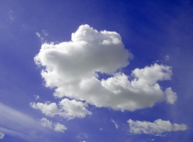single-fluffy-cloud-blue-sky