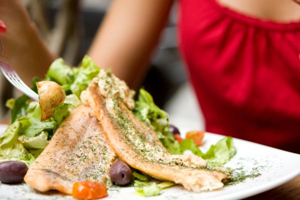 woman-eating-salmon-dinner