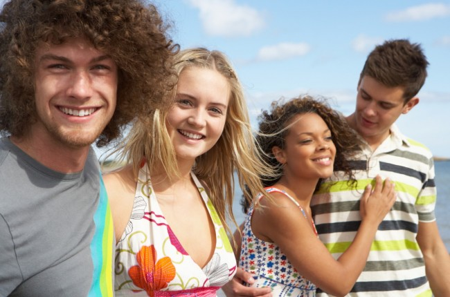 Teens_smiling_beach