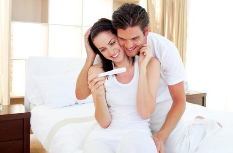 dreamstime_12725855_couple_pregnancy_test