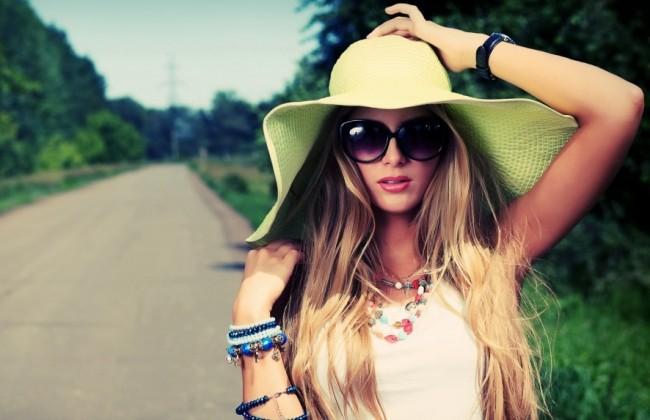 women-with-hat-wallpaper