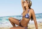 Woman_Posing_on_Beach_Wallpaper_JxHy
