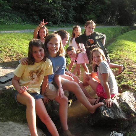 kids-playing-creek