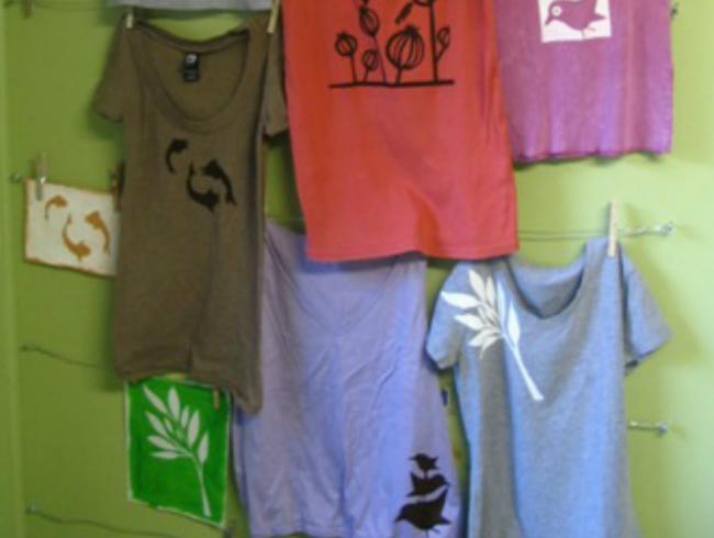 8e07960a3099 Κατασκευή για τη μαμά  Ζωγραφίζω τα πρώτα φούτερ για το φθινόπωρο! Οδηγίες  βήμα βήμα! 1.
