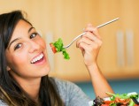 woman-eating-salad-diet