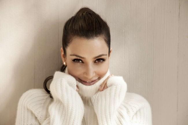 Kim-Kardashian-wearing-white-sweater-dress-1