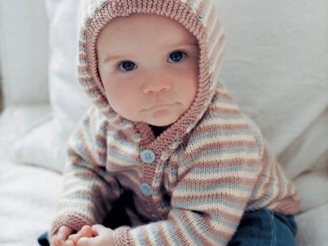 free-baby-hooded-cardigan-knitting-pattern-640x480