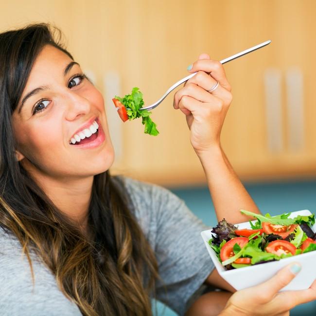 woman-eating-salad-diet