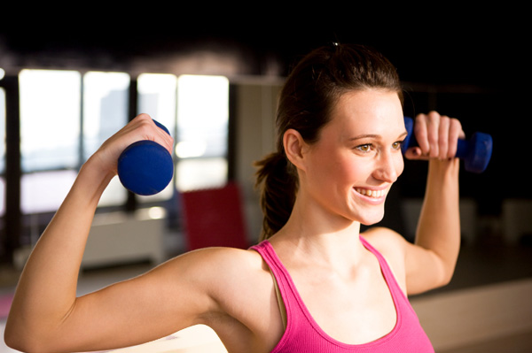 woman-wearing-pink-lifting-weights