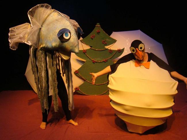 2-penguins-white-fish2b