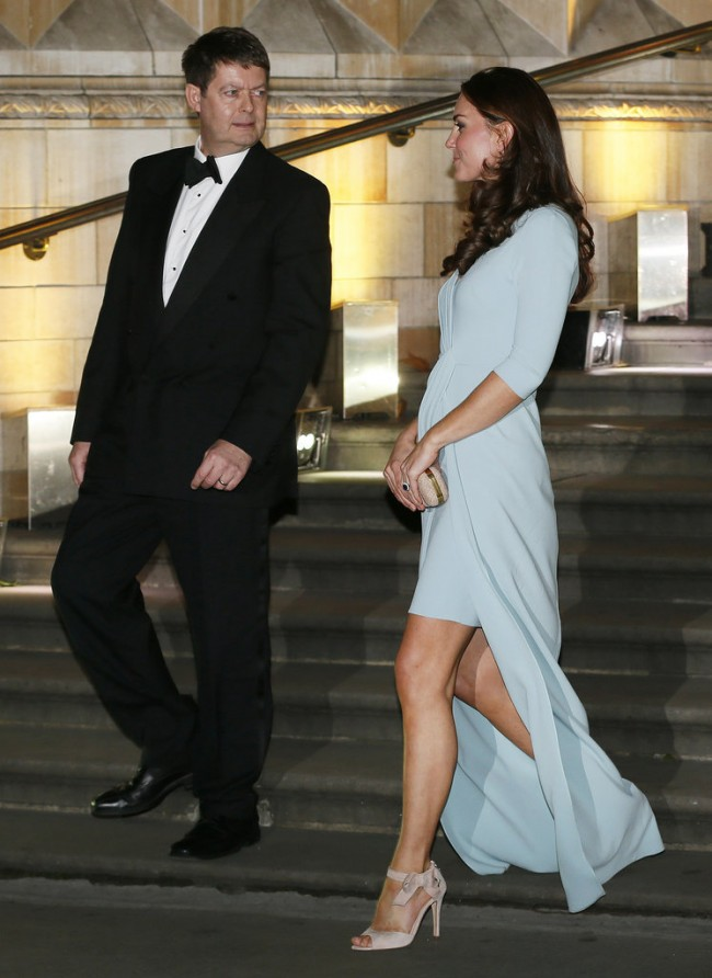 Kate-Middleton-Pregnant-Blue-Dress-Natural-History-Museum