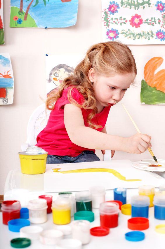 Child-painting-7528549_m