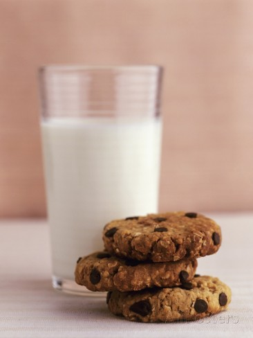jignesh-jhaveri-chocolate-chip-oat-biscuits-and-a-glass-of-milk
