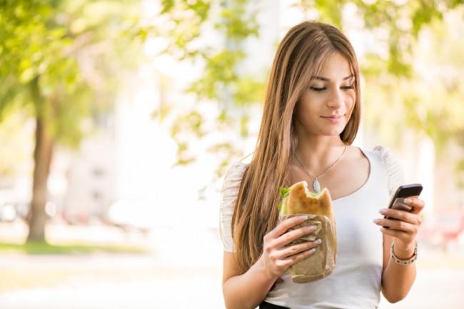 woman-taking-breakfast-to-go12