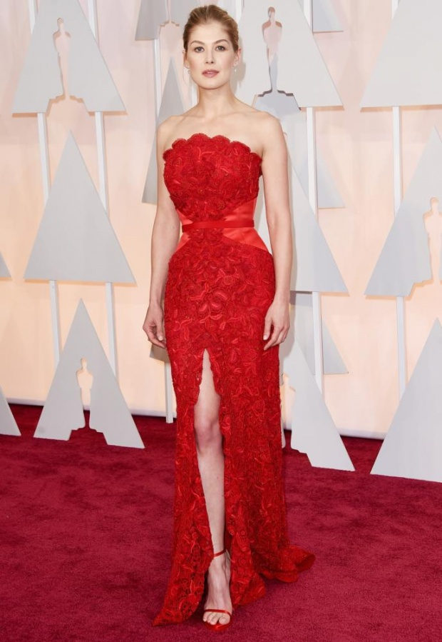 Η Rosamund Pike με Givenchy
