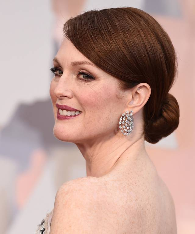julianne-moore-oscars-2015-hair-makeup__iphone_640