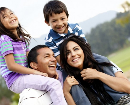 latino-family-with-kids