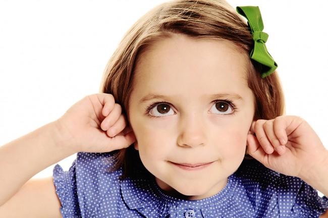 little-girl-holding-her-ears