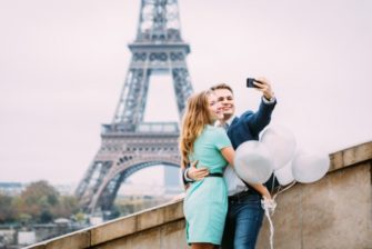 Photographer-in-Paris-Couple-Session-Selfie