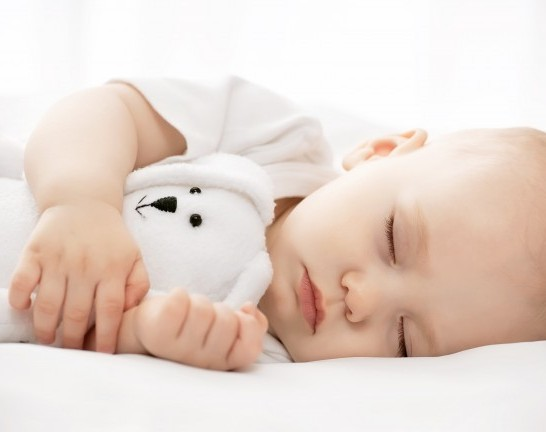 baby-and-small-teddy-sleeping