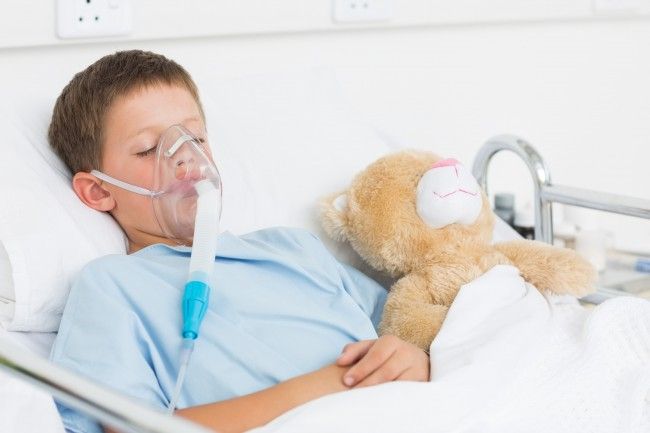 photodune-8578246-sick-boy-wearing-oxygen-mask-sleeping-beside-teddy-bear-in-hospital-bed-l