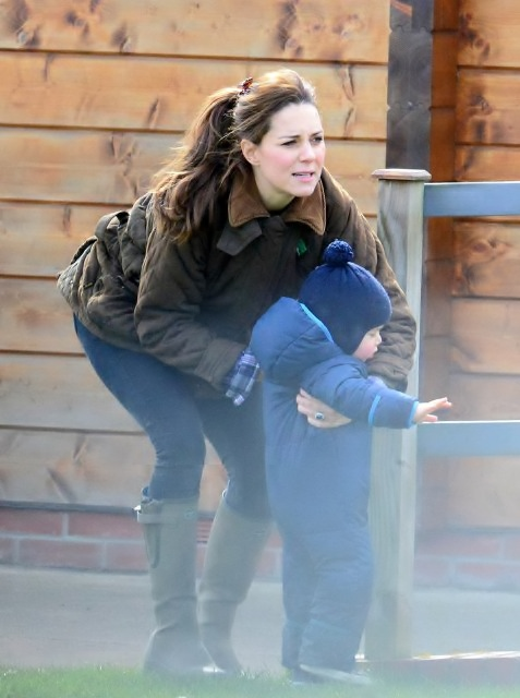 Kate-Middleton-Prince-George-Petting-Zoo-Pictures-7
