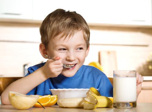 kids-eating-shutterstock-42525034-WEBONLY