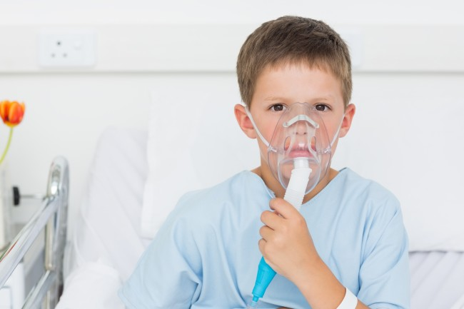 123rf_sick-boy-with-oxygen-mask
