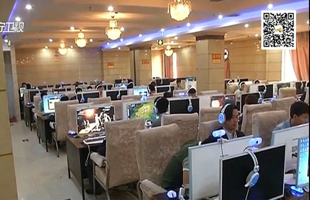 28B5274B00000578-3083242-Late_night_browsing_Ms_Li_had_been_in_the_internet_cafe_at_4am_b-m-11_1431693731085