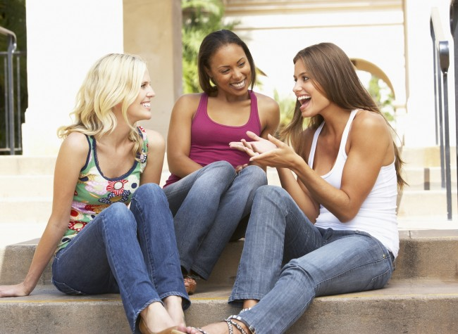572301-women-talking