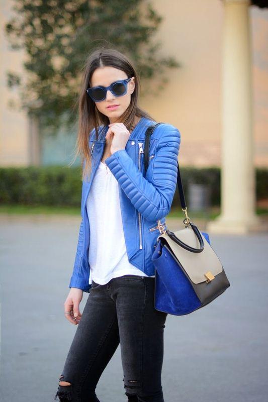 Το leather jacket της άνοιξης είναι σίγουρα εκθαμβωτικό μπλε