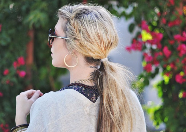800px-Messy_side_fishtails_in_low_ponytail