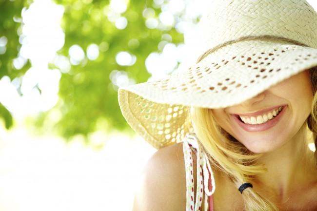 CAUCASIAN WOMAN SUN HAT iStock_000019485319Medium (1)