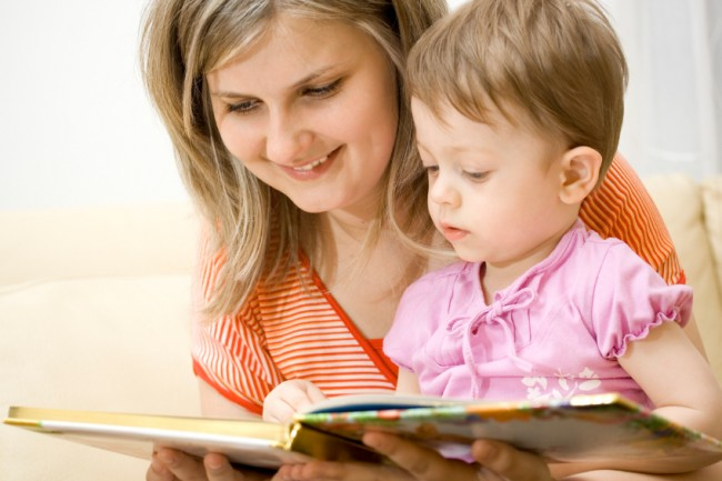 Mom-reading-with-child