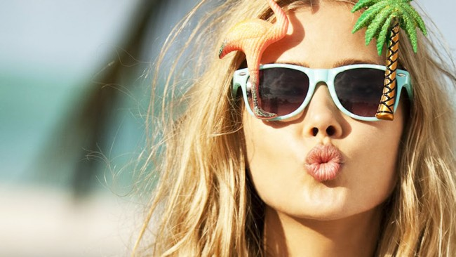 blonde-woman-with-sunglasses