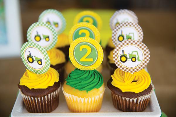 john-deere-cupcakes