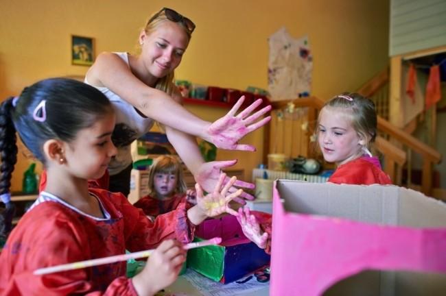 kids-in-art-class-1024x681