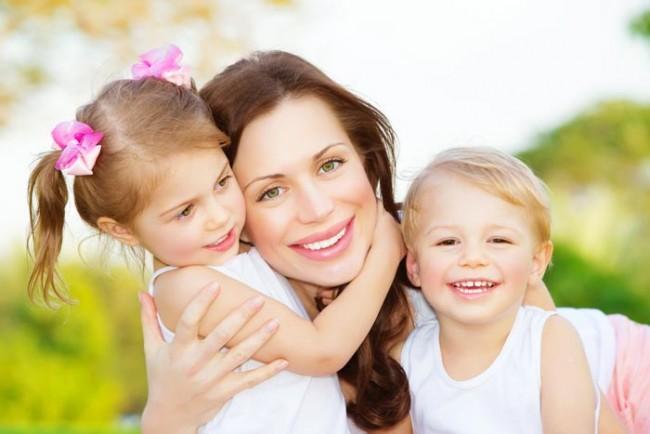 mom-kids-24x36