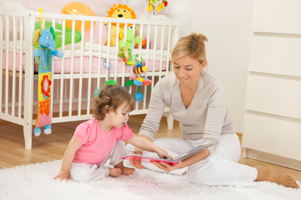 mom-reading-to-toddler