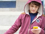 o-TEEN-BOY-USING-SMARTPHONE-facebook