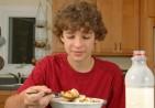 teen-eating-breakfast