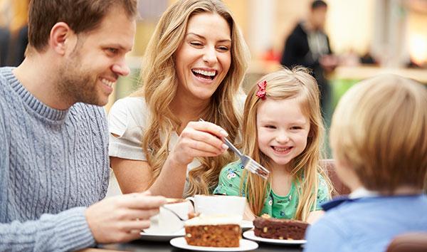 Οικογενειακό δείπνο σε εστιατόριο