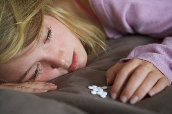 teen-girl-pills-120216