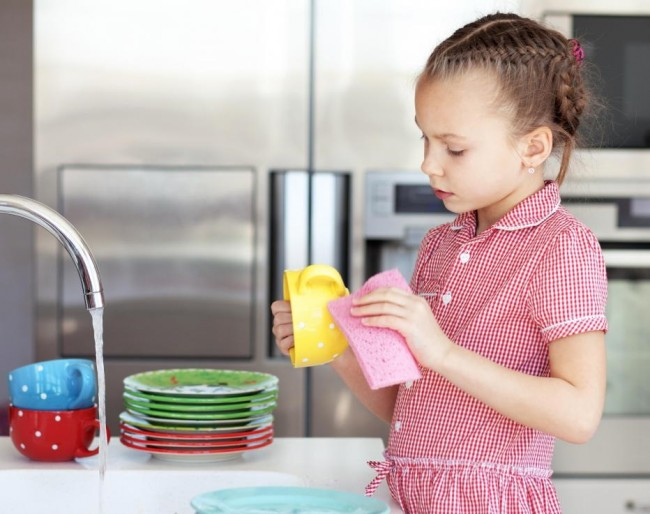young-girl-doing-dishes-with-sponge